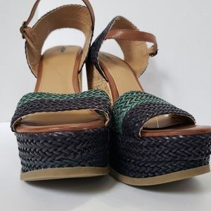 Mossimo Sandels size 9